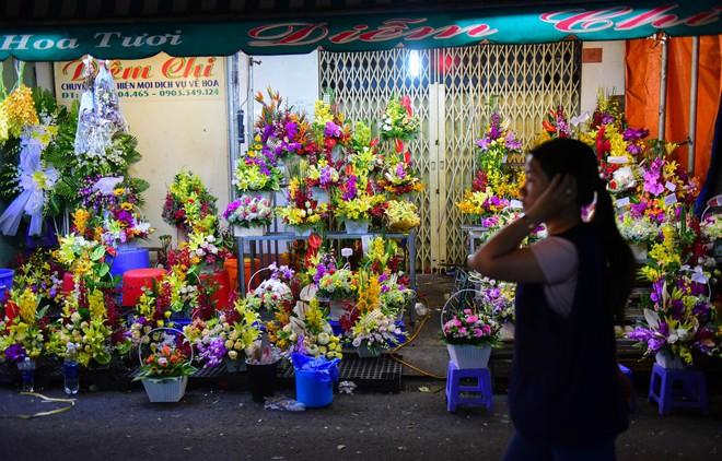 Chợ hoa lớn nhất Sài Gòn đèn sáng suốt đêm trước ngày 8/3 - Ảnh 15.