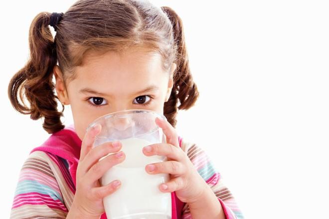 Sữa bò có thực sự là nguyên nhân gây ung thư? Đừng nghe lời đồn, hãy nghe chuyên gia nói - Ảnh 3.