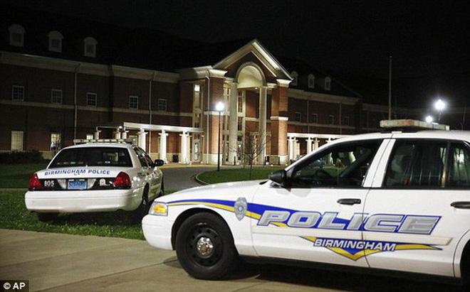 Mỹ: Khoe súng tại trường, 1 học sinh thiệt mạng