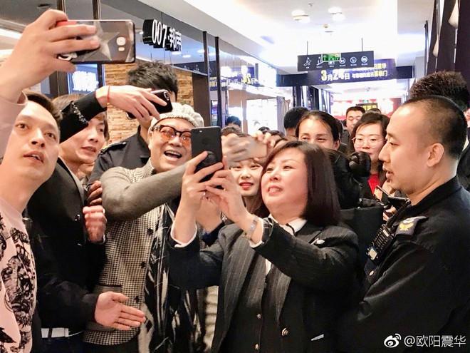Tài tử Hong Kong Âu Dương Chấn Hoa hết thời đi hát ở tỉnh lẻ và quảng cáo đồ gia dụng - Ảnh 5.