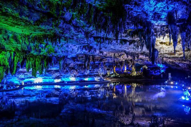 Vào hang động dài nhất châu Á, phát hiện nhiều sinh vật kỳ dị và cảnh tượng kỳ ảo - Ảnh 11.