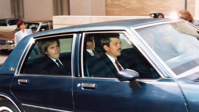 Vụ ám sát TT Ronald Reagan: Hung thủ quá si tình, giết người để lấy lòng bạn gái? - Ảnh 5.