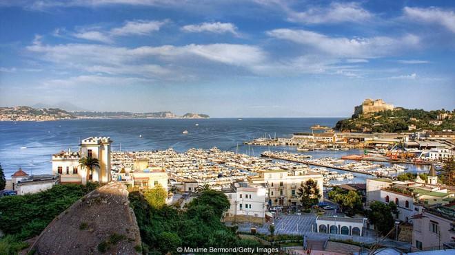 Đi thám hiểm ngay bởi Baia - thành phố tội lỗi của La Mã chìm sâu dưới đáy biển sắp bị đóng cửa - Ảnh 2.