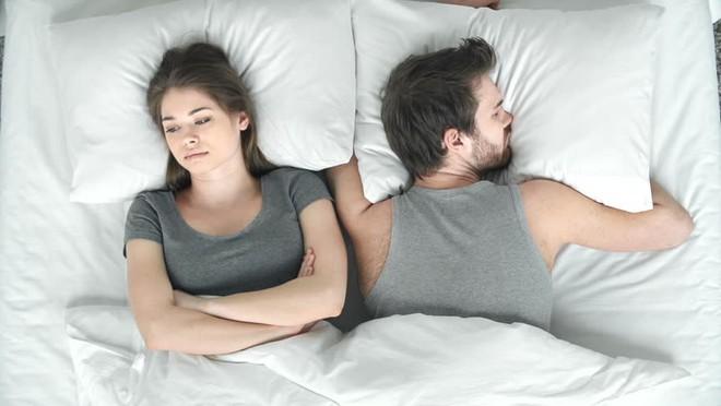 7 thói quen khiến nam giới suy giảm ham muốn, dẫn đến vô sinh: Hãy xem bạn có mắc không? - Ảnh 1.