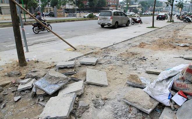 Sau thanh tra lát đá vỉa hè, 21 cán bộ quận Hà Đông chỉ bị phê bình