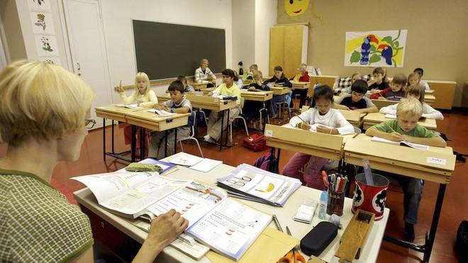 Bỏ dần thi cử, điểm số không phải thứ quan trọng nhất: Các nước trên thế giới đang giúp học sinh giảm áp lực học hành như thế nào? - Ảnh 2.