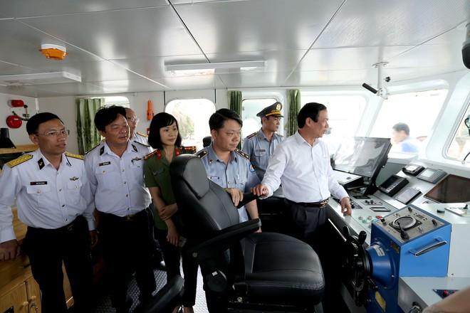Kiểm ngư Việt Nam nhận bàn giao thêm 2 tàu hiện đại - Ảnh 1.