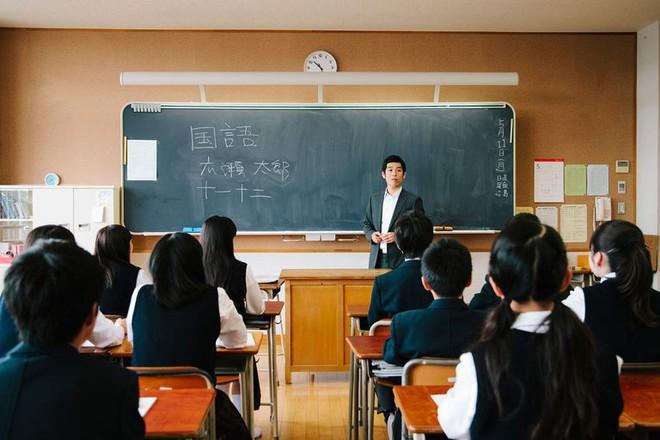 Bỏ dần thi cử, điểm số không phải thứ quan trọng nhất: Các nước trên thế giới đang giúp học sinh giảm áp lực học hành như thế nào? - Ảnh 3.
