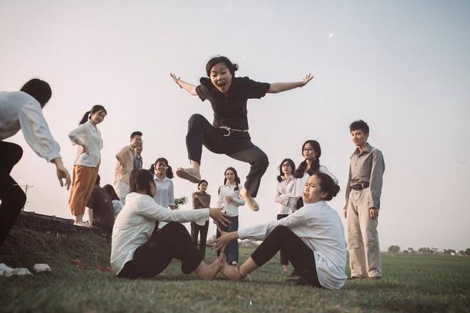 Xem kỷ yếu của nhóm học sinh Ninh Bình mà cứ ngỡ đang thưởng thức phim đi tranh giải Cánh diều vàng - Ảnh 3.