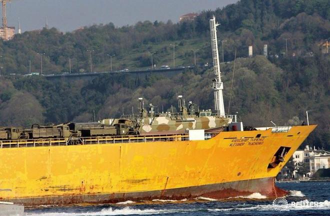 Rò rỉ ảnh tàu Nga đưa khí tài hiếm thấy và nhạy cảm tới Syria trong tình hình nóng - Ảnh 5.