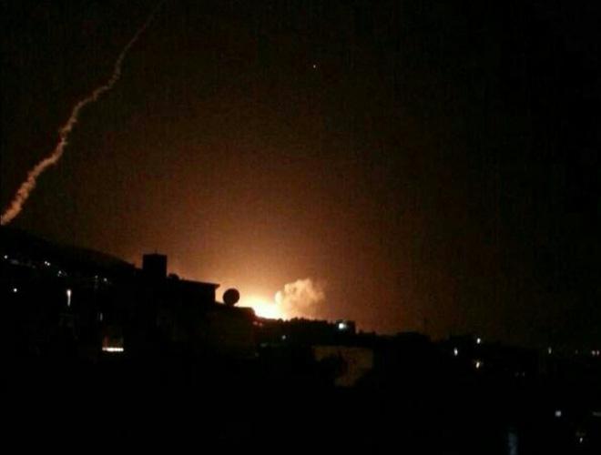 Nổ lớn trên bầu trời Syria, những hình ảnh về cuộc tấn công của liên minh Mỹ-Anh-Pháp - Ảnh 5.