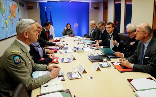 """Tấn công Syria, Tổng thống Pháp """"ghi điểm"""" với ông Trump trước chuyến thăm Mỹ?"""