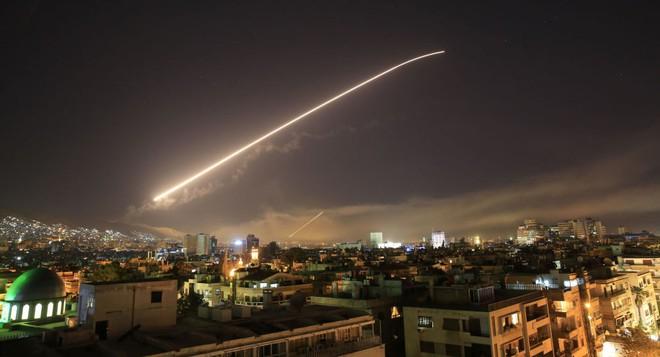 Tiết lộ chấn động: Ông Trump muốn tấn công cả căn cứ Nga ở Syria, tại sao đã không ra tay? - Ảnh 1.