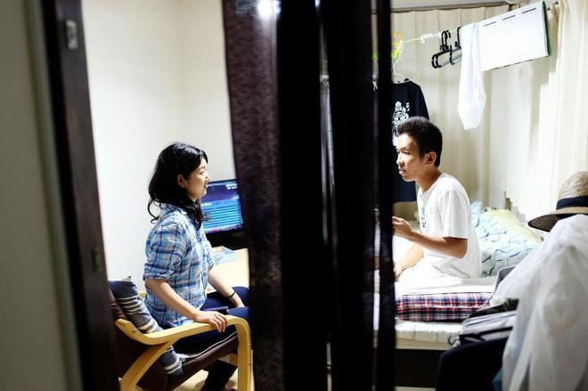 Cuộc sống của những người giam mình trong nhà cả chục năm, bế tắc vì kì vọng của gia đình - Ảnh 7.