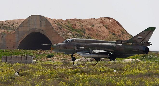 PK Syria hớ nặng: Hoang báo, kích hoạt nhầm, bắn hàng chục tên lửa lên trời tìm chim! - Ảnh 1.