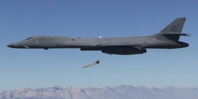 Hai vũ khí mới tinh của Mỹ lần đầu lâm trận ở Syria: Màn phô diễn không thể hoàn hảo hơn? - Ảnh 2.