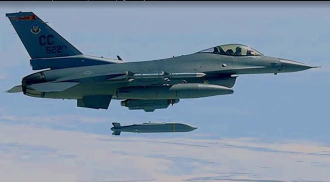 Lộ rõ thông điệp của Mỹ đánh Syria: Nga chỉ đánh chặn được các tên lửa đời cũ mà thôi - Ảnh 4.