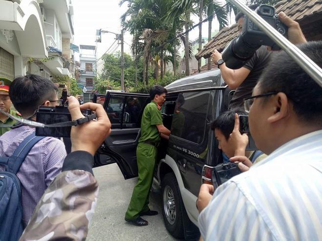 Công an khám xét nhà cựu Chủ tịch Đà Nẵng Trần Văn Minh trong 5 giờ - Ảnh 13.