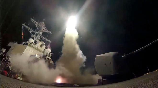 105 quả tên lửa đấm tới tấp Syria là cái bẫy lớn: Khi nào liên quân sẽ đánh cú chót? - Ảnh 2.
