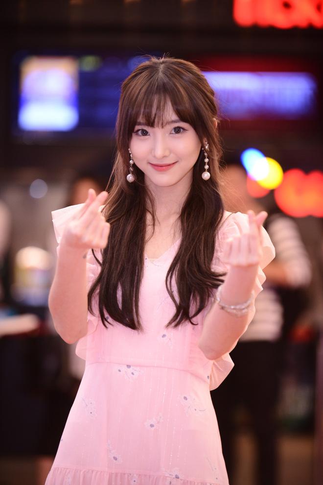 Hot girl Thái Lan Nene: Lý Hải giống cha đỡ đầu, Minh Hà như một người mẹ của tôi - Ảnh 1.