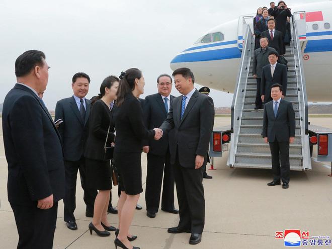 Treo ảnh chân dung ông Tập Cận Bình, Triều Tiên muốn được Trung Quốc chống lưng? - Ảnh 3.