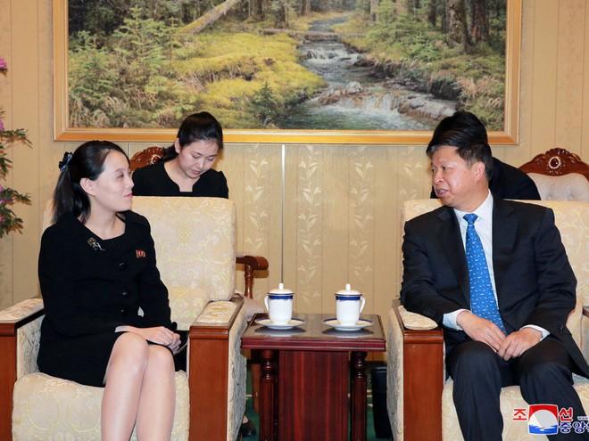 Treo ảnh chân dung ông Tập Cận Bình, Triều Tiên muốn được Trung Quốc chống lưng? - Ảnh 4.