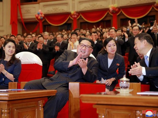 Treo ảnh chân dung ông Tập Cận Bình, Triều Tiên muốn được Trung Quốc chống lưng? - Ảnh 11.