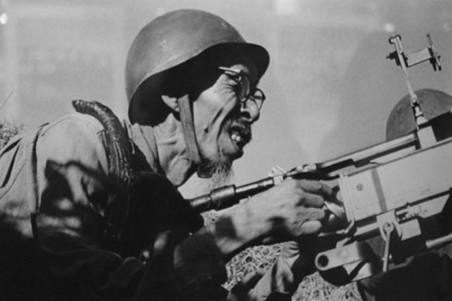 Việt Nam dùng thô sơ thắng hiện đại: 3 khẩu AK hạ gục sứ giả chiến tranh Tomahawk? - Ảnh 1.