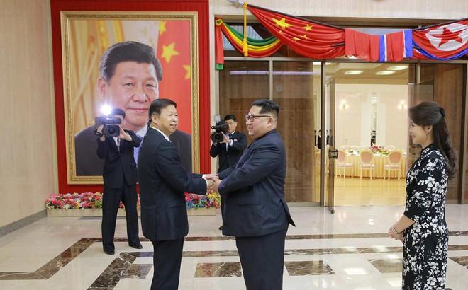 """Treo ảnh chân dung ông Tập Cận Bình, Triều Tiên muốn được Trung Quốc """"chống lưng""""?"""