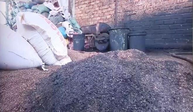 Bộ Nông nghiệp nói gì về vụ cà phê trộn lõi pin? - Ảnh 1.