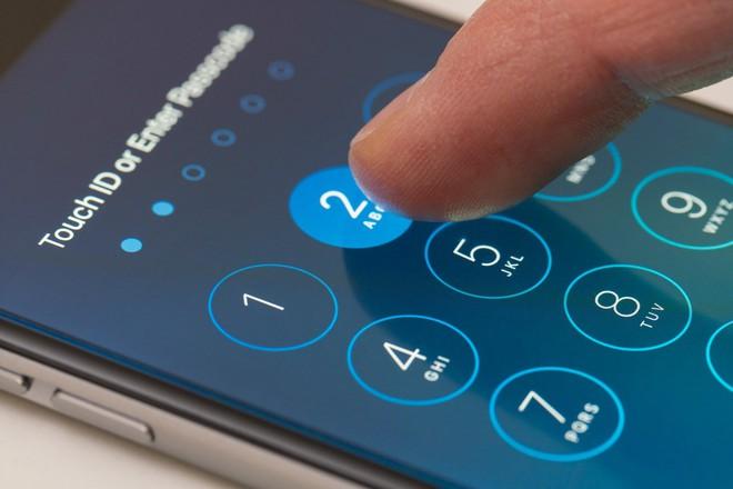 Dùng mật khẩu để mở khóa iPhone không an toàn như chúng ta vẫn tưởng - Ảnh 1.