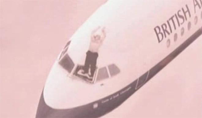 Những vụ tai nạn hy hữu khi hành khách bị hút khỏi máy bay ở độ cao hàng nghìn mét - Ảnh 3.