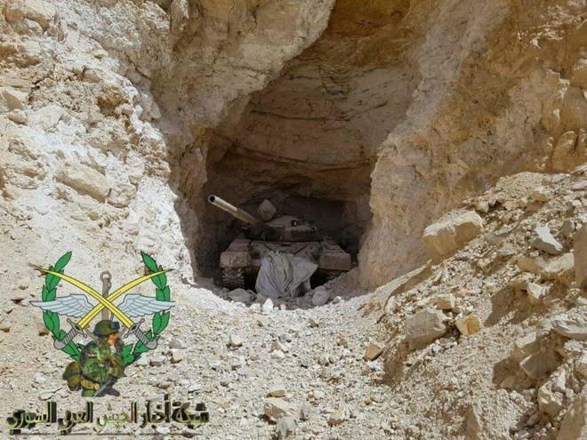 Phiến quân thánh chiến đầu hàng, giao nộp gần 40 xe tăng cho Quân đội Chính phủ Syria - Ảnh 1.