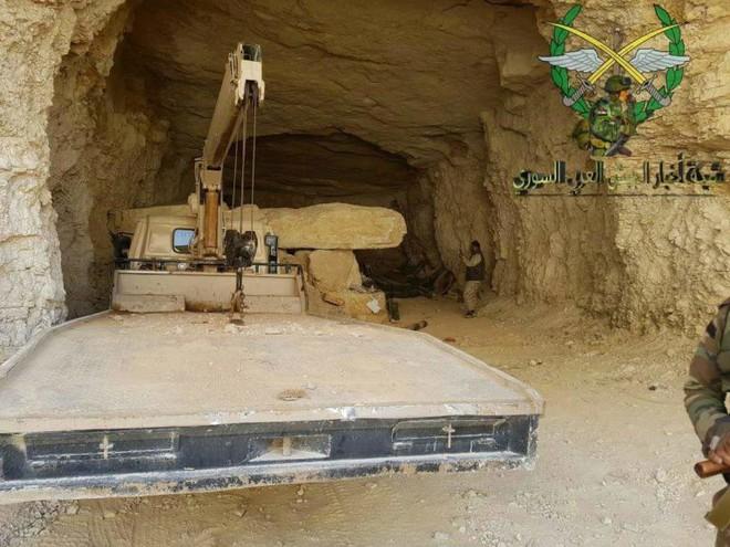 Phiến quân thánh chiến đầu hàng, giao nộp gần 40 xe tăng cho Quân đội Chính phủ Syria - Ảnh 7.