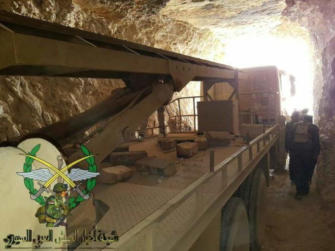 Phiến quân thánh chiến đầu hàng, giao nộp gần 40 xe tăng cho Quân đội Chính phủ Syria - Ảnh 5.