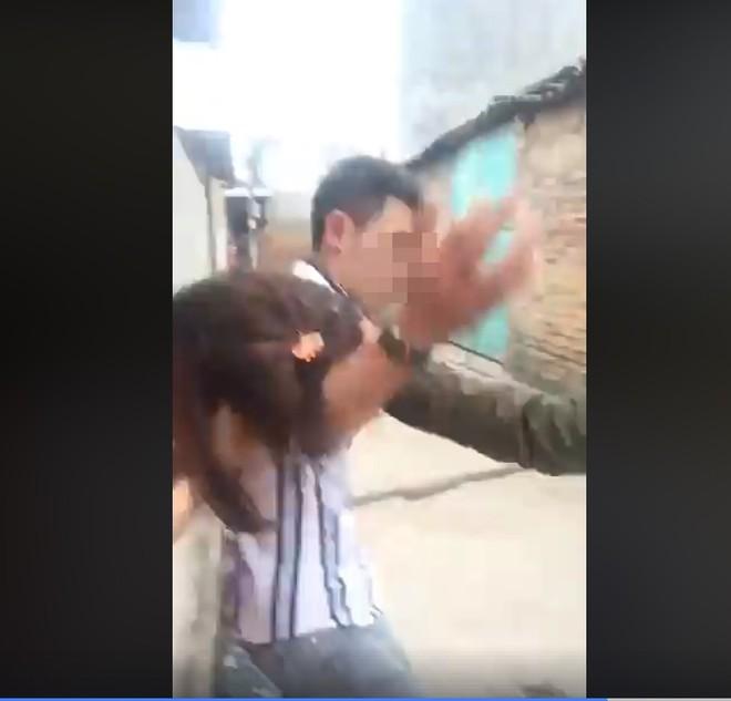 Livestream đánh ghen trên Facebook, cô vợ khiến chồng và nhân tình không dám ngẩng mặt - Ảnh 2.