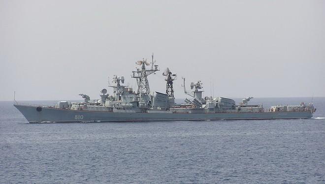Răn đe tàu sân bay Mỹ đang áp sát Syria bằng 2 chiến hạm 40 năm tuổi: Nga đang nghĩ gì? - Ảnh 2.