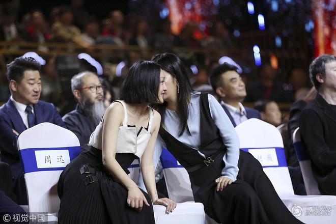 Bị đồn ghét nhau như kẻ thù nhưng Triệu Vy - Châu Tấn bất ngờ thân thiết như chị em - Ảnh 3.