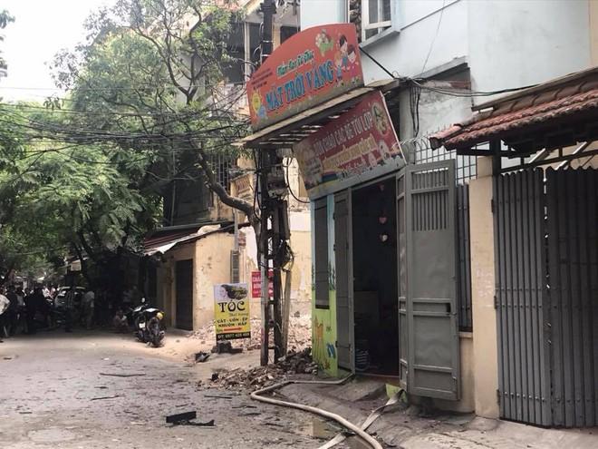 Cháy nhà kho trường mầm non tư thục ở Hà Nội, cô giáo hốt hoảng đưa 50 học sinh tháo chạy - Ảnh 1.