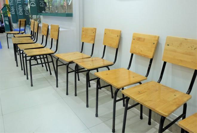 Các văn phòng Viettel Hà Nội vắng vẻ trong ngày đầu lùi hạn bổ sung thông tin thuê bao - Ảnh 4.