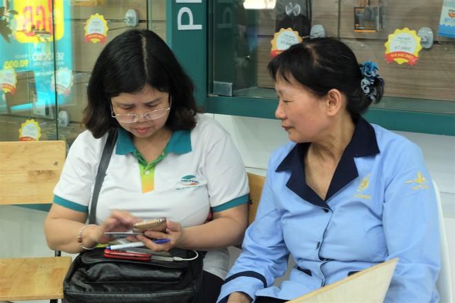 Các văn phòng Viettel Hà Nội vắng vẻ trong ngày đầu lùi hạn bổ sung thông tin thuê bao - Ảnh 6.