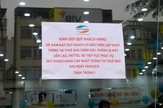 Các văn phòng Viettel Hà Nội vắng vẻ trong ngày đầu lùi hạn bổ sung thông tin thuê bao - Ảnh 1.
