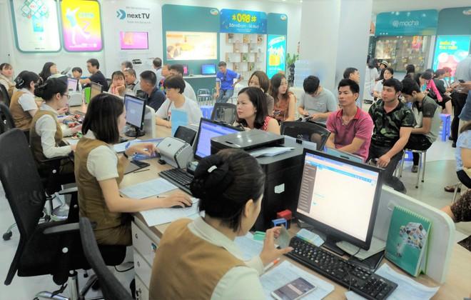 Các văn phòng Viettel Hà Nội vắng vẻ trong ngày đầu lùi hạn bổ sung thông tin thuê bao - Ảnh 7.