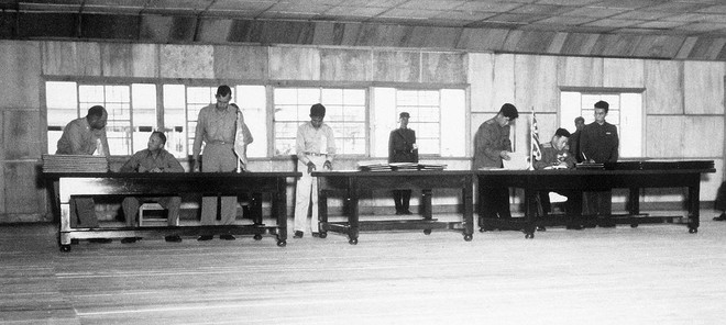 Lễ ký Hiệp định đình chiến Triều Tiên 1953: Căng thẳng tột độ, nghe rõ tiếng pháo vọng lại từ xa - Ảnh 3.