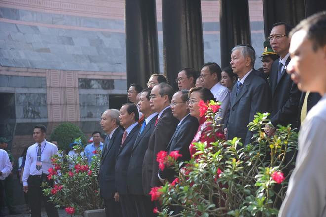 Hàng nghìn người Sài Gòn dâng hương tưởng nhớ vua Hùng - Ảnh 3.