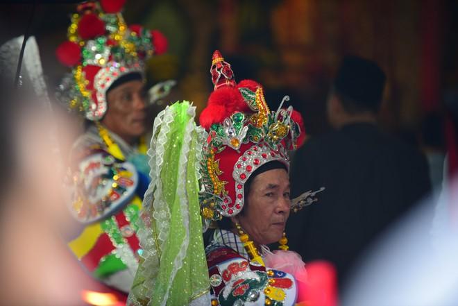Hàng nghìn người Sài Gòn dâng hương tưởng nhớ vua Hùng - Ảnh 7.