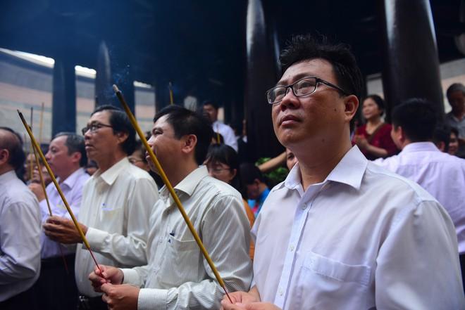 Hàng nghìn người Sài Gòn dâng hương tưởng nhớ vua Hùng - Ảnh 6.