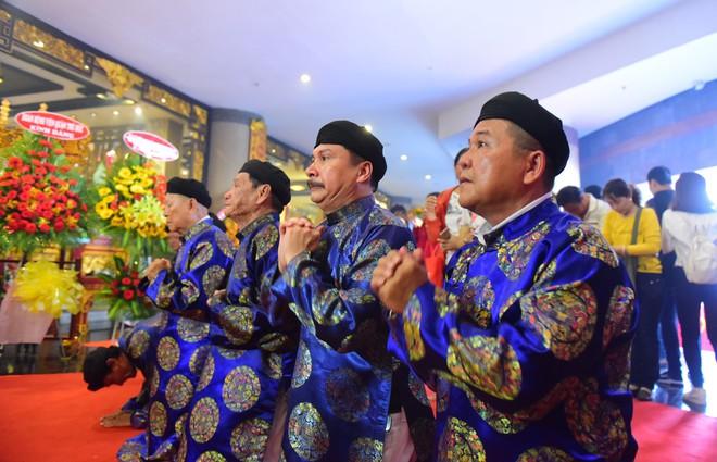 Hàng nghìn người Sài Gòn dâng hương tưởng nhớ vua Hùng - Ảnh 14.