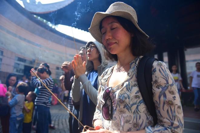 Hàng nghìn người Sài Gòn dâng hương tưởng nhớ vua Hùng - Ảnh 13.