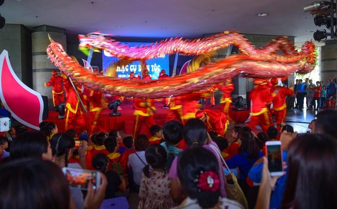 Hàng nghìn người Sài Gòn dâng hương tưởng nhớ vua Hùng - Ảnh 18.